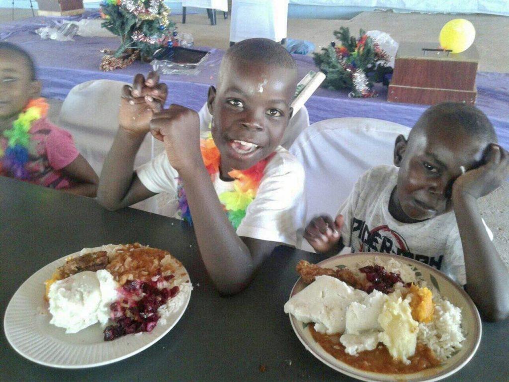 orphans_xmas2019_meal